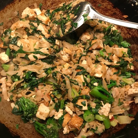 Rice noodles with tofu, broccoli & spring greens